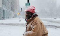 Heavy Snow Kills Three, Snarls Travel in US Southeast