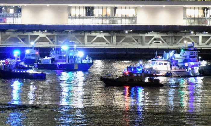 Emergency responders work at the scene of a helicopter crash in the East River March 11, 2018, in New York City. (Dimitrios Kambouris/Getty Images)