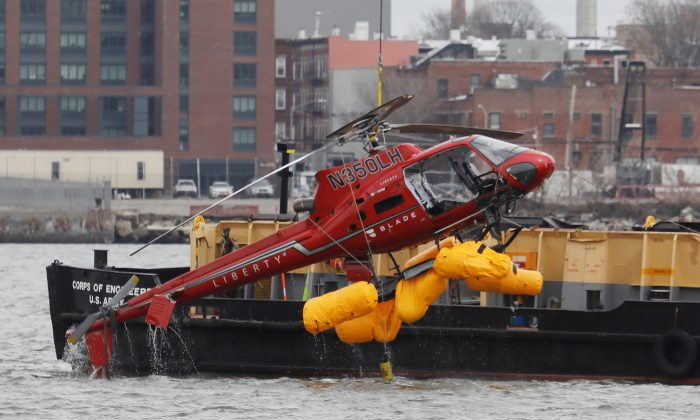 The wreckage of a chartered Liberty Helicopters helicopter that crashed into the East River is hoisted from the water in New York, U.S., March 12, 2018. (Reuters/Shannon Stapleton)