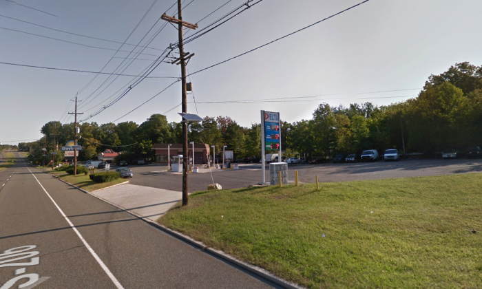 The gas station on Route 206 near Bordentown, New Jersey, where Michael Ward  began a violent crime spree on March 9, 2018. (Screenshot via Google Maps)