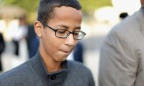 Judge Dismisses Lawsuit Filed by Father of Texas Boy Arrested With Homemade Clock at School