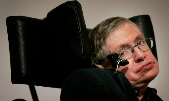 Actress's Seemingly Innocent Tribute to Stephen Hawking Made Some People Upset