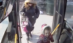 Bus driver sees 4-year-old and her mom everyday, but one day—he knew it was the last time