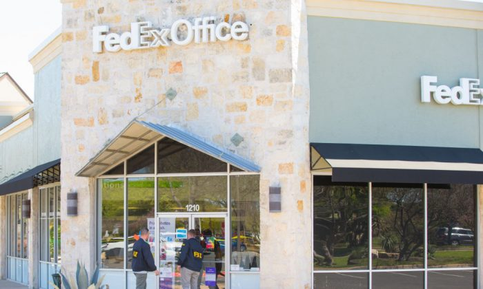 FBI Agents investigate at the Sunset Valley FedEx store located on Brodie Lane in Austin, Texas, which is linked to the package bomb which exploded on a conveyor belt in the sorting facility in Schertz, Texas on March 20, 2018. (SUZANNE CORDEIRO/AFP/Getty Images)