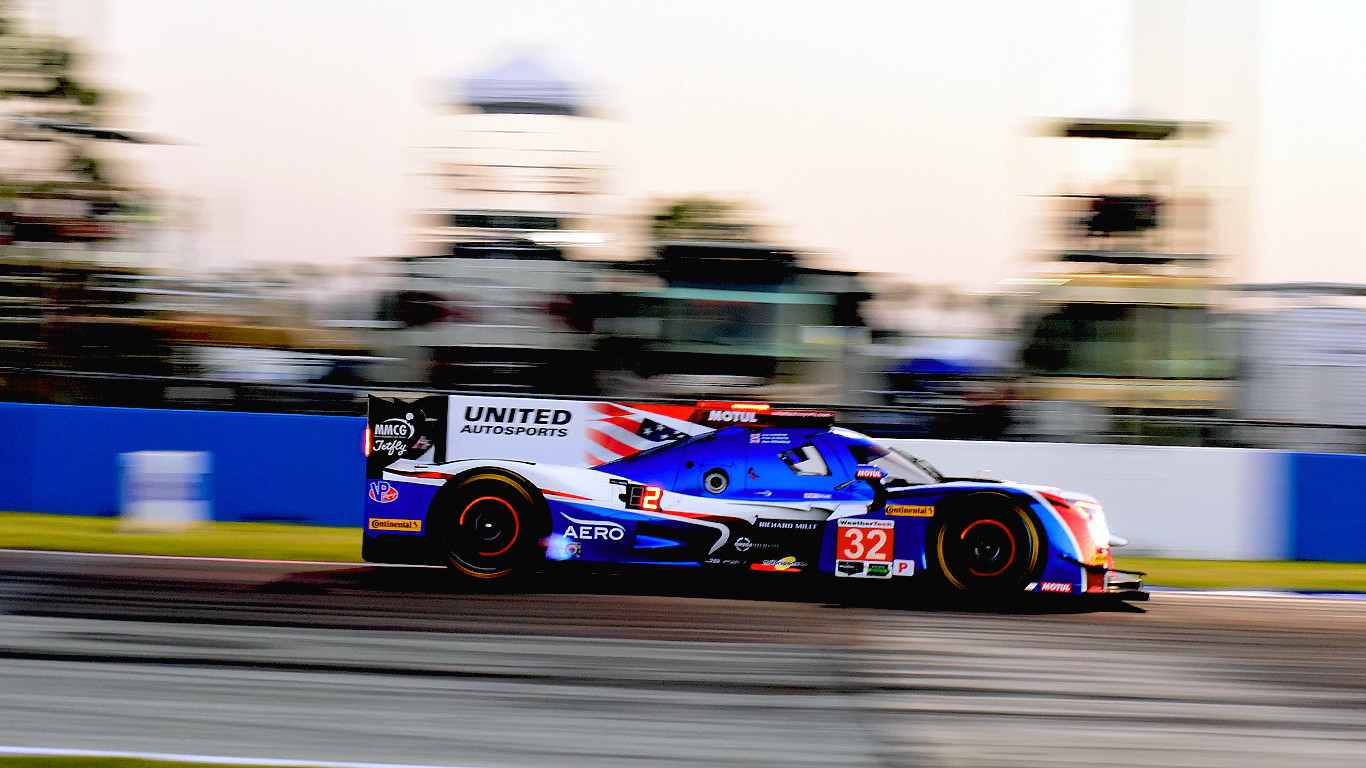 The#32 United Autosport Ligier driven by Paul Di Resta, Phil Hanson, and Alex Brundle qualified last in classbut drove c lean, smart race and finished fifth overall. (Bill Kent/Epoch Times)