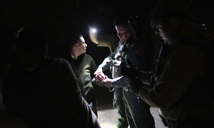 A U.S. Border Patrol agent removes handcuffs from an immigrant in the United States without permission, on Feb. 23, 2018, in McAllen, Texas. (John Moore/Getty Images)