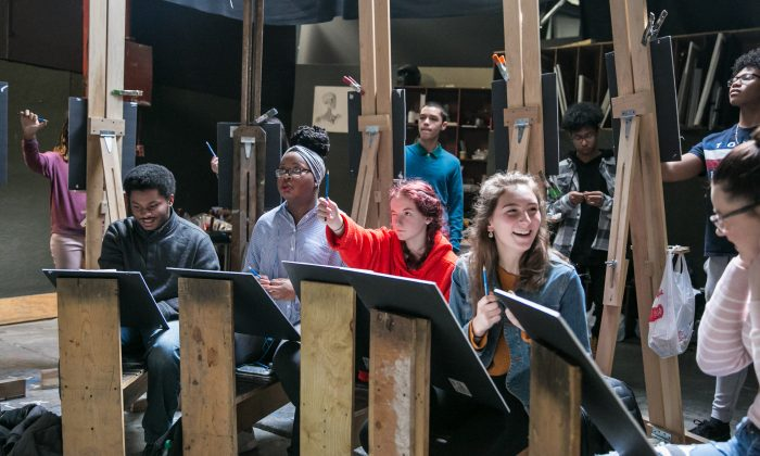 High school students from the Buffalo Academy for Visual and Performing Arts (BAVPA) take a workshop given by the artist Edward Minoff at the Grand Central Atelier in Long Island City, Queens, New York, on March 9, 2018. (Milene Fernandez/The Epoch Times)