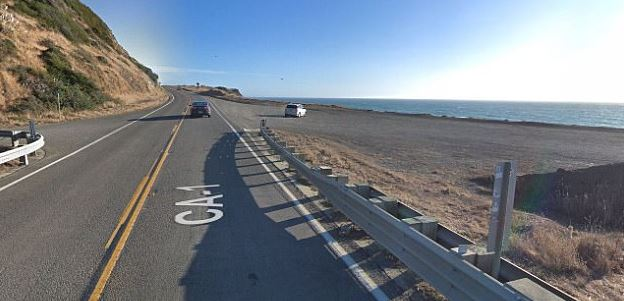 A dirt turnout area sitting along the Pacific Coast Highway near Mendincino, where a woman drove off the cliff edge, resulting in five deaths. (Google Maps)