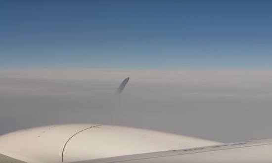 From Voldemort to Dirty Jets: UFO Footage From Plane Window Stirs Theories
