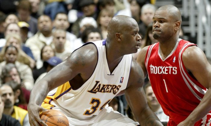 Shaquille O'Neal goes to the basket defended by Alton Ford of the Houston Rockets on Dec. 25, 2003, at the Staples Center in Los Angeles. (Lisa Blumenfeld/Getty Images)