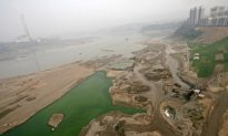 Illegal Sand Dredging on China's Yangtze River Thrives Due to Construction Demand