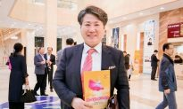 Orchestra Conductor Says He Can Learn From Shen Yun's Music