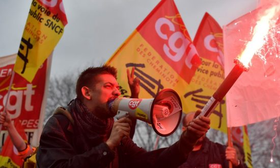 French Rail Workers Press on With Strike After Lawmakers Pass Reform