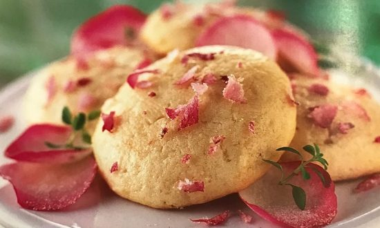 Shakespeare's Kitchen: 1610 Rose Cakes