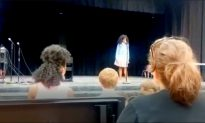 Mother Jumps in to Help Nervous Daughter After She Freezes on Stage