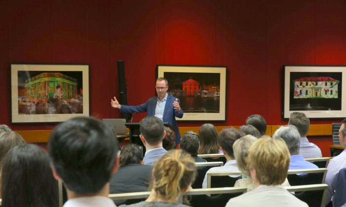 """NSW Green MLC David Shoebridge hosts screening of """"Harvested Alive"""" at NSW Parliament House on April 11, 2018. (Linda Zhang/The Epoch Times)"""