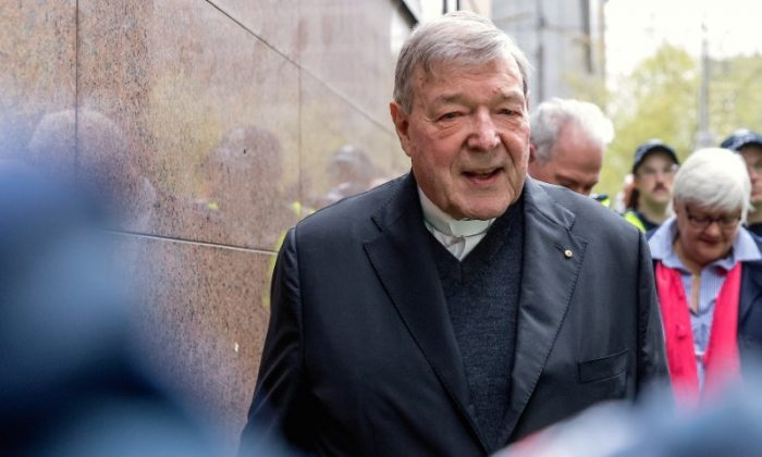 Vatican Treasurer Cardinal George Pell is surrounded by Australian police as he leaves the Melbourne Magistrates Court in Australia, Oct. 6, 2017. (REUTERS/Mark Dadswell)