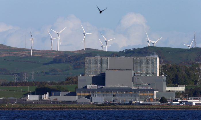 The Hunterston nuclear power station in West Kilbride, Scotland, May 15, 2013. (Reuters/Suzanne Plunkett/File Photo)