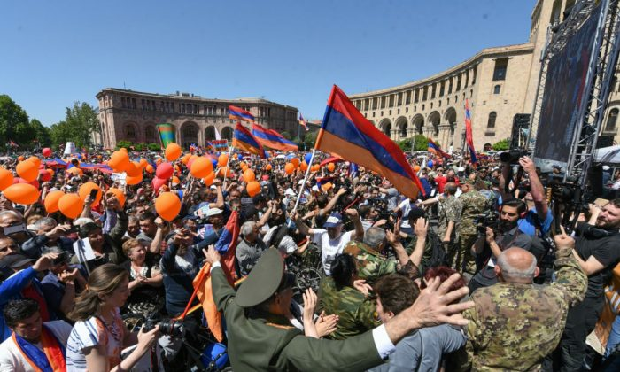 TOPSHOT - Supporters of Armenian protest leader Nikol Pashinyan attend a rally in downtown Yerevan on May 1, 2018. (Photo by Vano SHLAMOV / AFP)        (Photo credit should read VANO SHLAMOV/AFP/Getty Images)