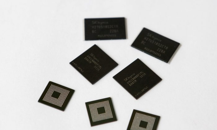 Mobile memory chips made by chipmaker SK Hynix are seen in this picture illustration taken in Seoul May 10, 2013.  (Reuters/Lee Jae-Won/File Photo)