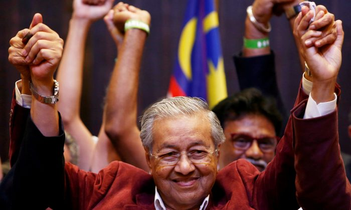 Mahathir Mohamad, former Malaysian prime minister and opposition candidate for Pakatan Harapan (Alliance of Hope) reacts during a news conference after general election, in Petaling Jaya, Malaysia, May 10, 2018. (Reuters/Lai Seng Sin)