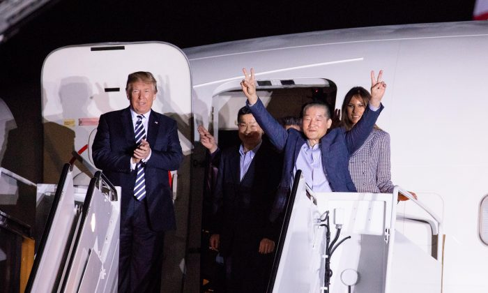 President Donald Trump greets the three Americans who arrived back in the United States after being imprisoned in North Korea, in Maryland, on May 10, 2018. (Samira Bouaou/The Epoch Times)