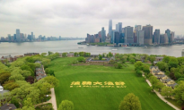 Over 1,000 Gather to Form Huge Chinese Characters Across NYC Park
