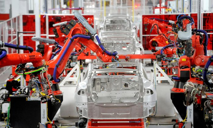 Robotic arms assemble Tesla's Model S sedans at the company's factory in Fremont, California, June 22, 2012.  (REUTERS/Noah Berger/File Photo)