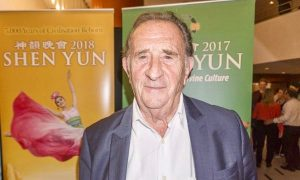 Veteran French Politician: Shen Yun a 'World of Great Poetry'