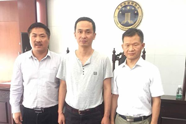 Caption: Lawyers Wen Donghai, Xie Yangyi and Song Yusheng at the Beijing Lawyers Association on May 16, 2018. (Suyutong/Twitter)