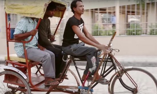 Rickshaw driver is an inspiration to all—once you see what he's missing, you will agree