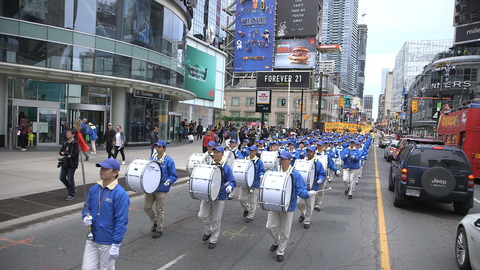 Over a Thousand People Celebrate Falun Dafa Day in Toronto