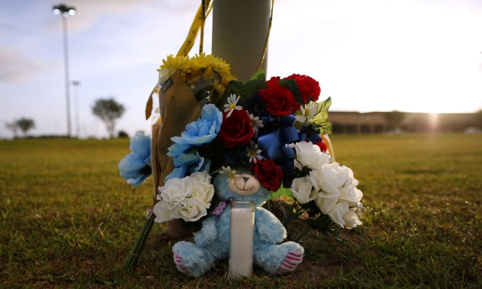 Makeshift memorials are seen left in memory of the victims killed in a shooting at the Santa Fe High School in Santa Fe, Texas on May 20, 2018. (REUTERS/Jonathan Bachman)