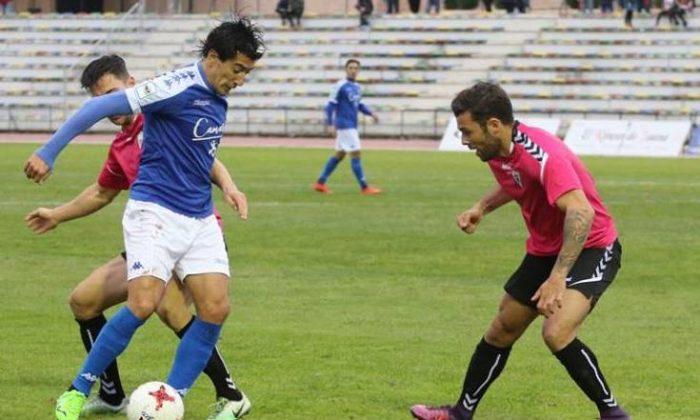 At 36, San Fernando midfielder Pedro Rios (foreground, blue) has seen it all in football. (Courtesy San Fernando CD)