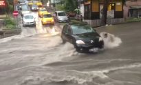Flash Floods Leave Bus Passengers Stranded in Ankara