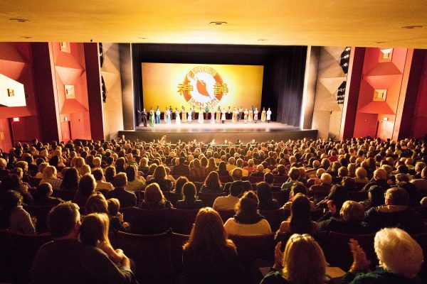 Curtain call at the April 19, 2018, performance of Shen Yun Performing Arts.