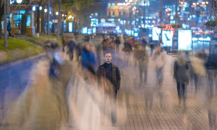Alone in the crowd, but not lonely. (Realstock/shutterstock)
