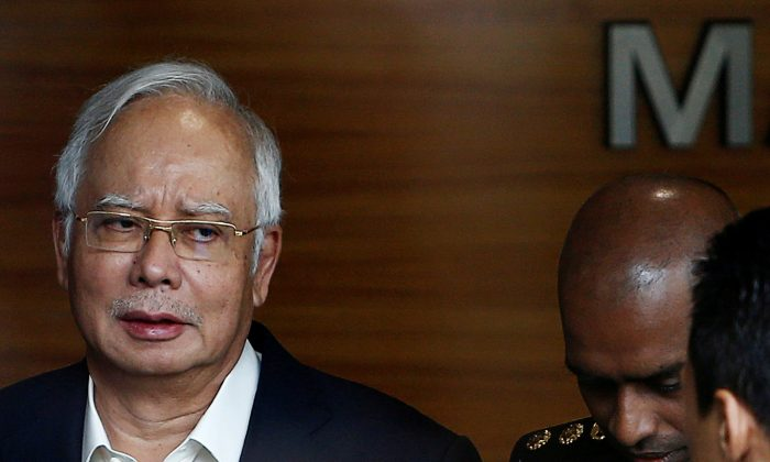 Malaysia's former prime minister Najib Razak arrives to give a statement to the Malaysian Anti-Corruption Commission (MACC) in Putrajaya, Malaysia May 24, 2018. (Reuters/Lai Seng Sin)
