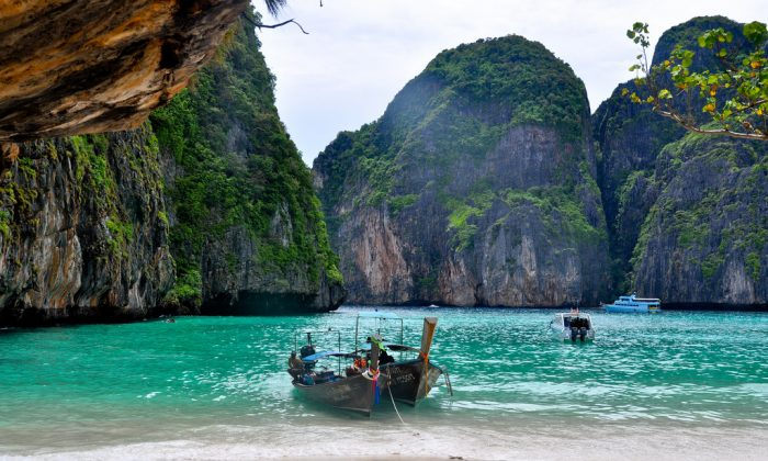 Maya bay at Krabi province, Thailand. (Thomas Sauzedde [https://creativecommons.org/licenses/by/2.0/] via Flickr)