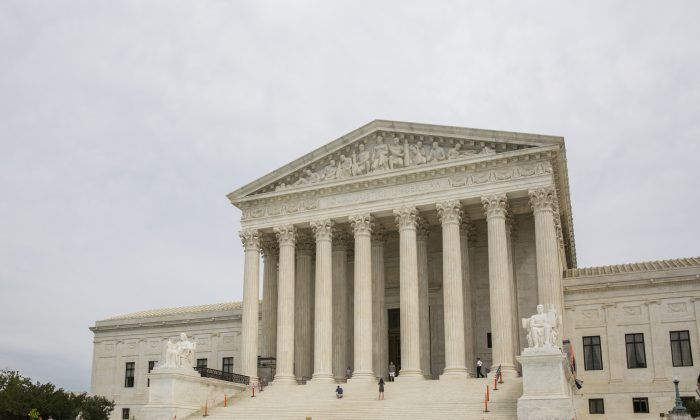 The Supreme Court of the United States in Washington on Sept. 22, 2017. (Samira Bouaou/The Epoch Times)