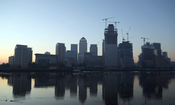 The Canary Wharf financial district is reflected in the river Thames on a sunny morning in London, Britain, May 8, 2018. (Reuters/Hannah McKay)