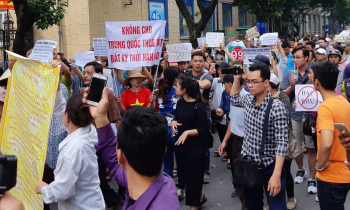 Vietnam protesters clash with police over economic zones law