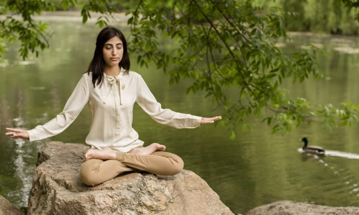 A practitioner performing the fifth exercise of the peaceful meditation practice Falun Gong. (Samira Bouaou)