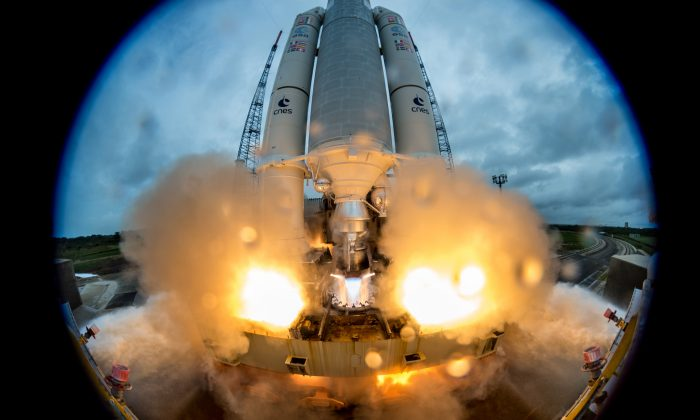 The Ariane 5 Flight VA240 lifts off from Europe's Spaceport, carrying Galileo satellites 19 and 22 on Dec. 12, 2017, in Kourou, French Guiana. (Manuel Pedoussaut/ESA via Getty Images)