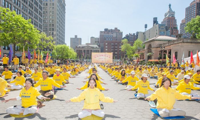 Falun Dafa practitioners from all over the world meditate at the New York Chinese Consulate and Union Square, on May 12, 2016 in New York City. (Youzhi Ma/Epoch Times)