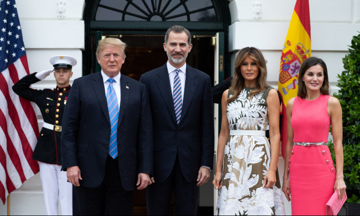 President Donald Trump and First Lady Melania Trump welcome Their Majesties King Felipe VI and Queen Letizia of Spain at the White House in Washington on June 19, 2018. (Samira Bouaou/The Epoch Times)
