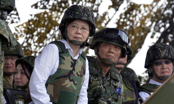Taiwan's President Tsai Ing-wen (C) watches during the 'Han Kuang' military exercise, some 4 miles from the city of Magong on the outlying Penghu islands on May 25, 2017. (Sam Yeh/AFP/Getty Images)