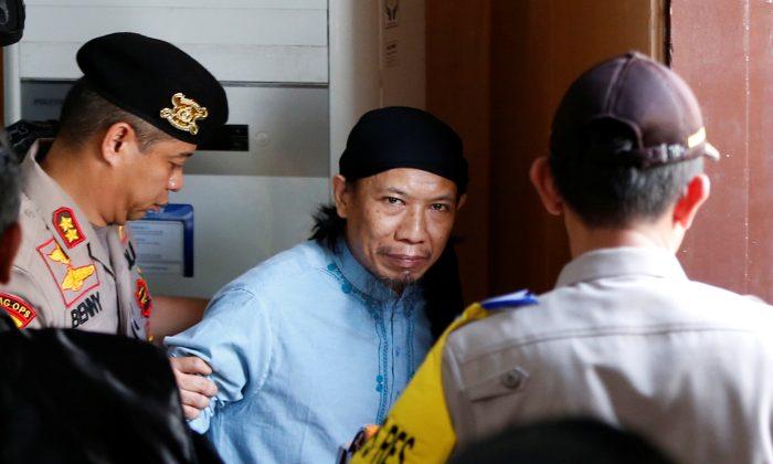 Islamic cleric Aman Abdurrahman leaves a court following his verdict in Jakarta, Indonesia, June 22, 2018. (Reuters/Darren Whiteside)