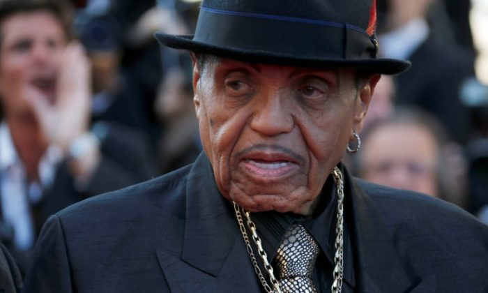 """Joe Jackson, father of the late pop star Michael Jackson, poses on the red carpet as he arrives for the screening of the film """"Sils Maria""""  in competition at the 67th Cannes Film Festival in Cannes, France on May 23, 2014. (REUTERS/Regis Duvignau/File Photo)"""