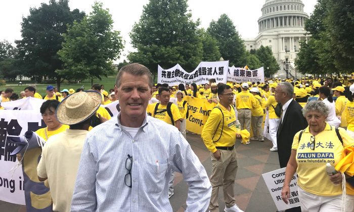 Brian Witt, a candidate for California's 27th congressional district, at a rally calling for an end to the persecution of Falun Gong in China, on the West Lawn of the Capitol on June 20, 2018. (Sophia Fang/The Epoch Times)